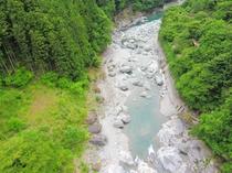 祖谷川は神秘の緑をたたえ、来る人々の目を、心を必ず癒してくれます