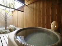 客室の露天風呂の一例