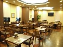 ◆レストランはゆったりとした空間です♪  朝6:30から9:00まで営業しております