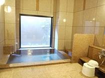 女性浴場 カランは3箇所になります。 足を伸ばしての入浴で、1日の疲れを取りましょう