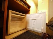 備え付け冷蔵庫 中身は空で用意しております