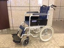 車椅子 1台をご用意しています。 フロントまでお声掛けください。
