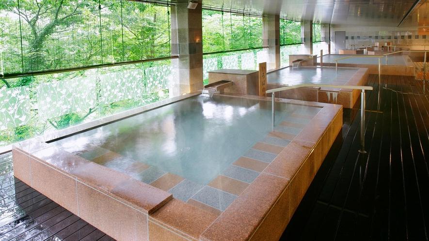 男女合わせて10種のお風呂が魅力。湯めぐりで寛ぎのひととき