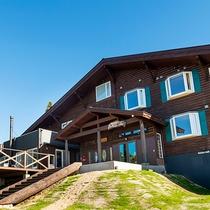 【沼尻高原ロッジ】国立公園内に位置する自然豊かなリゾート宿。登山家も愛した非日常の空間へ