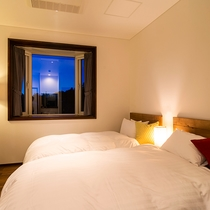 【スタンダードツイン】シンプルなお部屋、特別なひと時に心躍る
