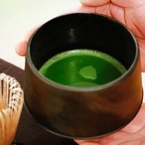 茶懐石の名残りを残してお食事の最後にはお抹茶をご用意―