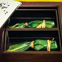 笹寿司は中を開けるのが楽しみな一品。