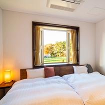 【スタンダードツイン】窓から見える四季折々の景色に心安らぐ空間