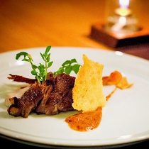 """会津地鶏からジビエまで…どんなお肉も""""炭火""""で丁寧に仕上げます。"""