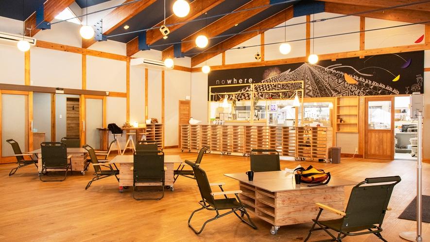 【Cafe&Activity nowhere】軽食やアクティビティー申し込みなどが可能な案内センター