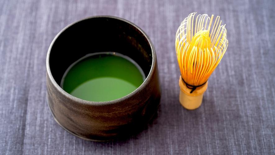茶懐石の名残に寄せて、ご夕食の最後にはお抹茶をお出しします