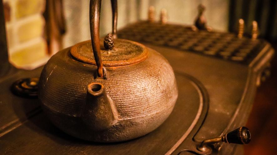 茶懐石の名残をお楽しみいただきたく、ご夕食の最後はお抹茶を…