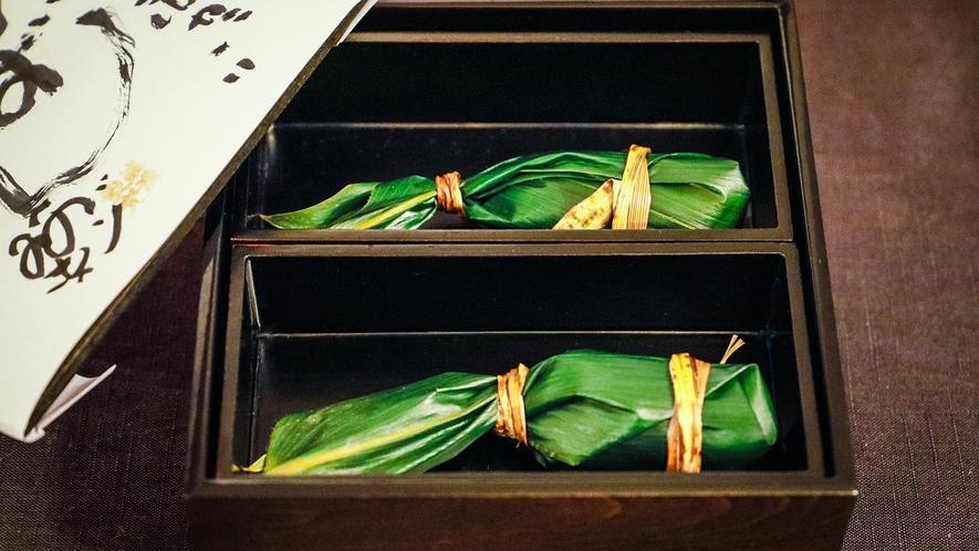 笹寿司は中を開けるのが楽しみな一品