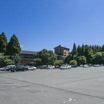 ホテル正面には【無料駐車場】450台駐車できます!
