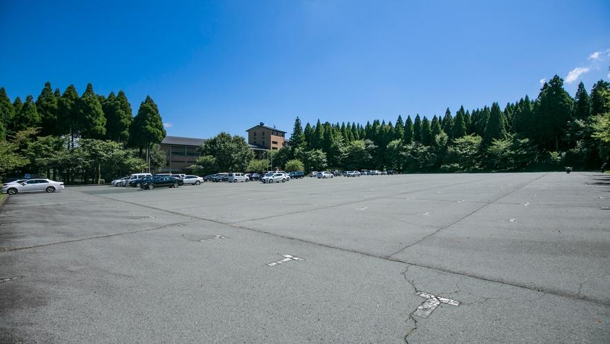 <駐車場>ホテル無料駐車場200台収容可能です
