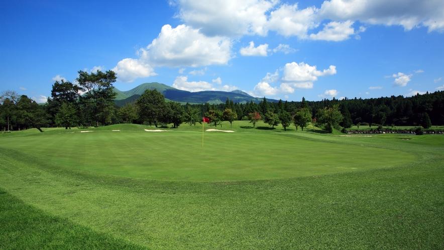 <ゴルフ場>阿蘇外輪山を眺めながらのゴルフをお楽しみください