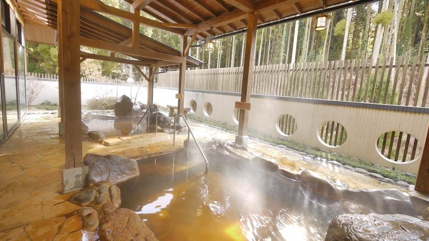 <大浴場>露天風呂は濁りのある泉質