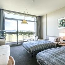 客室ツインルームA【外輪山側】開放的な窓からは阿蘇外輪山のパノラマビューが一望!