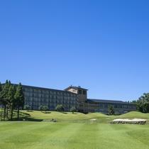 ホテル全景 阿蘇山麓の麓に位置する高原のホテル 標高550m