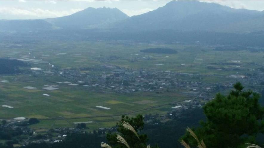 外輪山から望む秋の阿蘇山(根子岳・高岳)