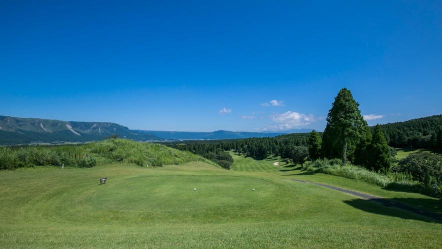 <ゴルフ場>ホテル内にはゴルフ場を併設