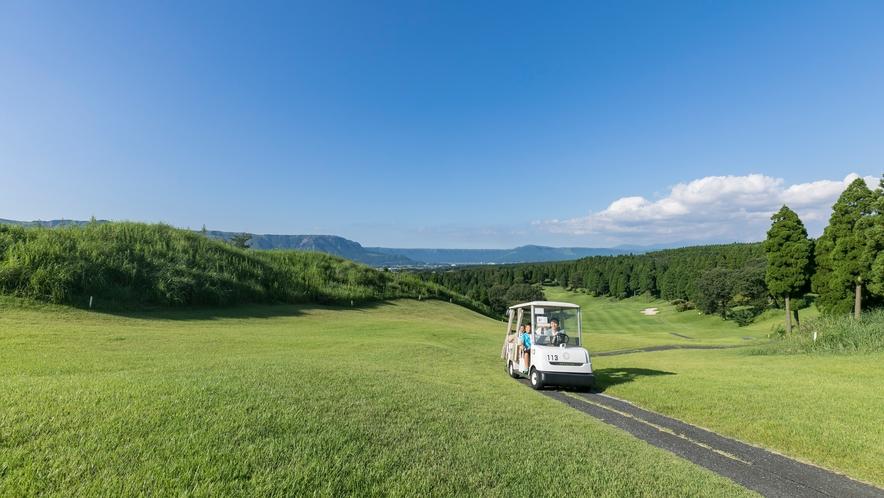 <ゴルフ場>阿蘇の自然の中ゴルフもできます