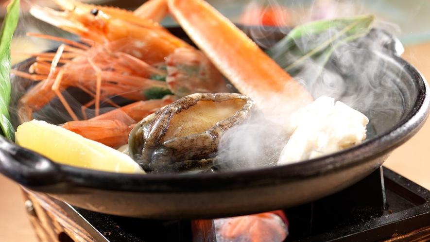 ◆カニ会席一例/素材本来の味を活かし、匠の腕で仕上げた料理の数々をご堪能ください