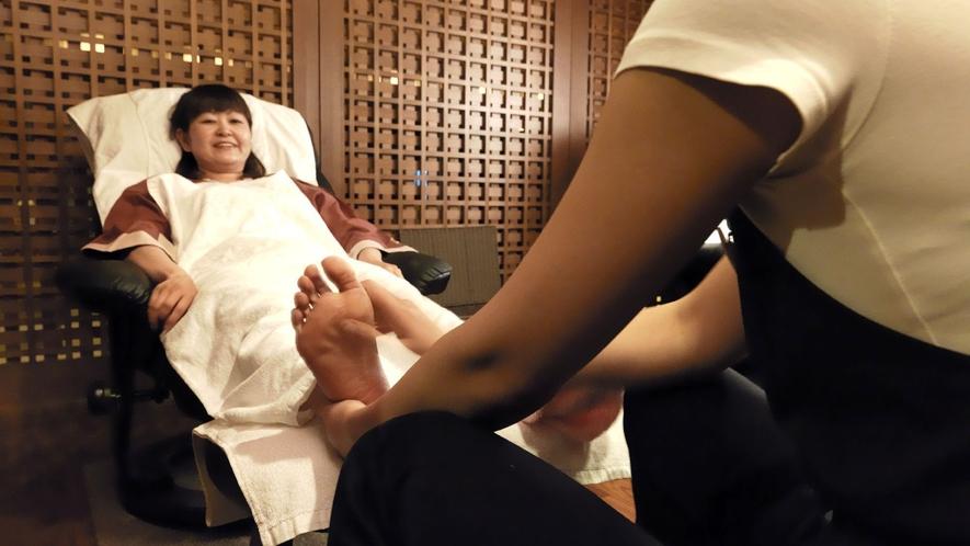 ◆マッサージコーナー/お風呂上がりの身体を揉みほぐす極上のリラクゼーション。お気軽にどうぞ!