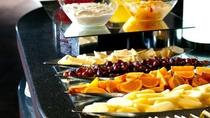 ◆朝食バイキング一例/品数豊富な朝食ビュッフェにはフルーツも♪