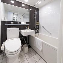 シングルルームの浴室です☆広めのバスタブでゆったりおくつろぎくださいませ