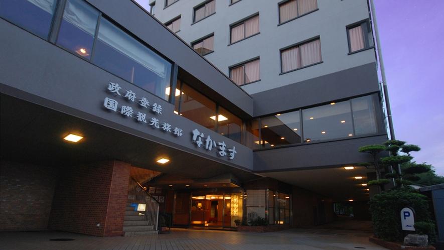 【外観】夜の帳が落ち始めた頃。JR武雄温泉駅より徒歩10分!