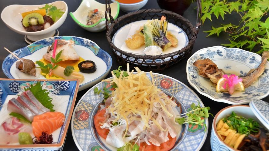 【季節のおまかせ・夏】季節ごとに替わる会席料理。スタンダードプランの夕食の一例。