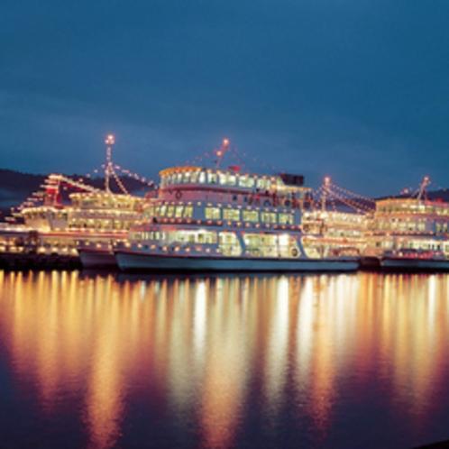【7月中旬】十和田湖湖水まつり イルミネーション装飾された観覧船