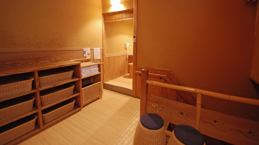 【貸切風呂/桜の湯】脱衣室