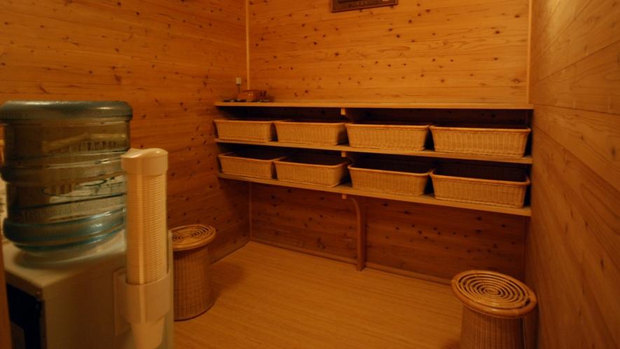 【貸切風呂/杉の湯】脱衣室