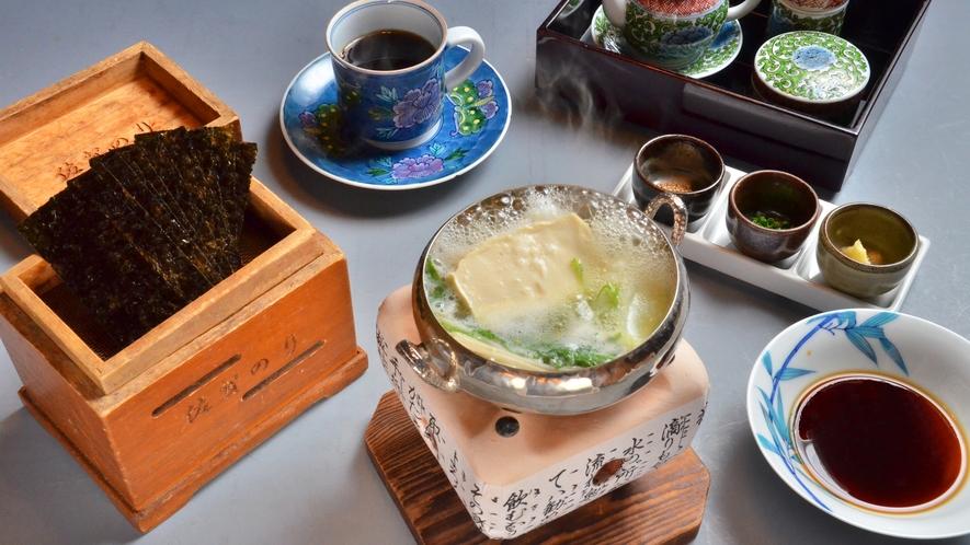 【朝食】には温泉湯豆腐、佐賀焼き海苔も付きます