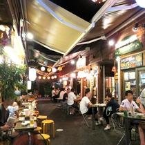 【国際通り・屋台村】夜の風景。ハシゴして色んなお店を楽しめます♪