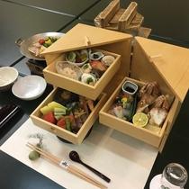 老舗の味を凝縮し、趣向を凝らした和食膳