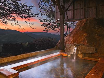 (1) 山々を望む夕景露天風呂