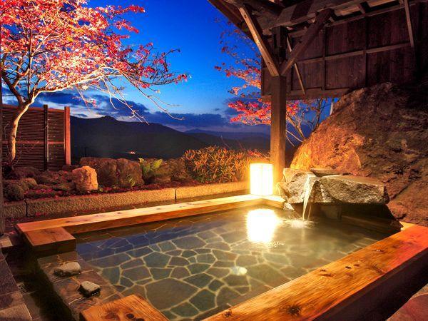 紅葉が楽しめる絶景の貸切露天風呂