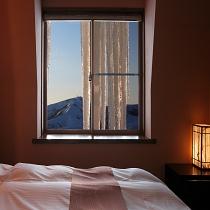 キングサイズベット部屋から冬の絶景