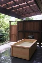 週末限定 ひのき露天風呂