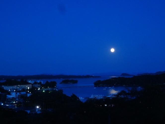 月明かり 松島湾に浮かぶ月は幻想的♪