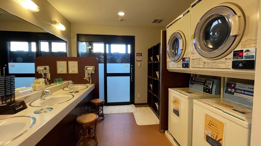 脱衣場 洗濯機(1回200円)、乾燥機(30分100円)完備※洗剤フロントにて40円で販売