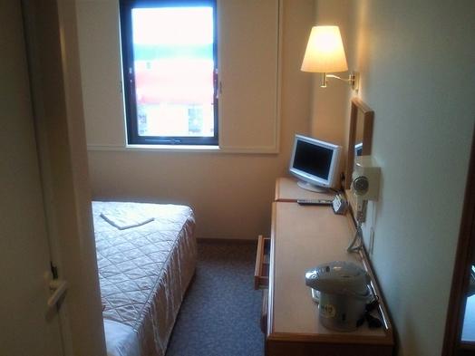 シングルルーム(全室セミダブル・駐車場無料)