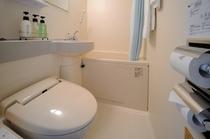 全室シャワートイレ完備のユニットバス。アメニティにもこだわりがあります。