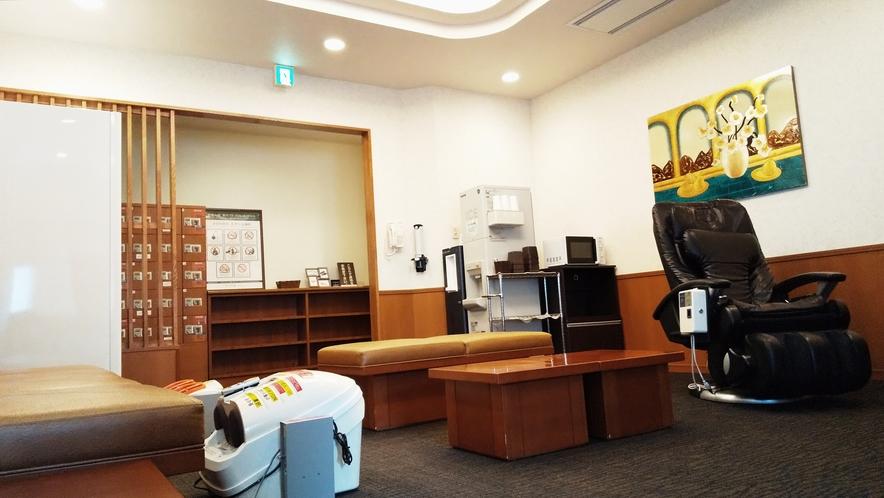 コイン式マッサージ機・自動販売機・ウォーターサーバー・製氷機・電子レンジなどをご用意しております。