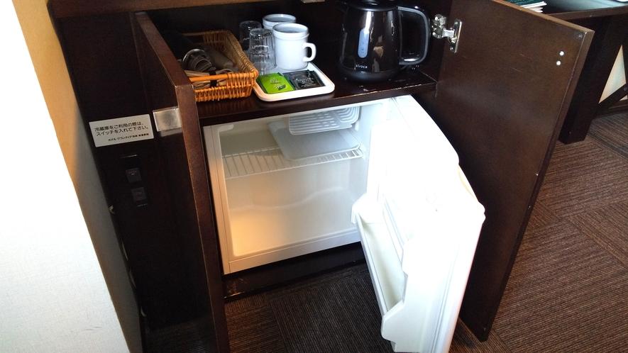 客室にはミニ冷蔵庫・ドライヤー・電気ケトルのご用意もございます。