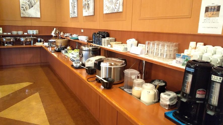 【朝食会場】20~25品をご提供。毎朝まごころをこめて調理しております。