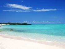 【大金久海岸】白砂の浜が約2キロにわたって続く与論島最大のビーチ